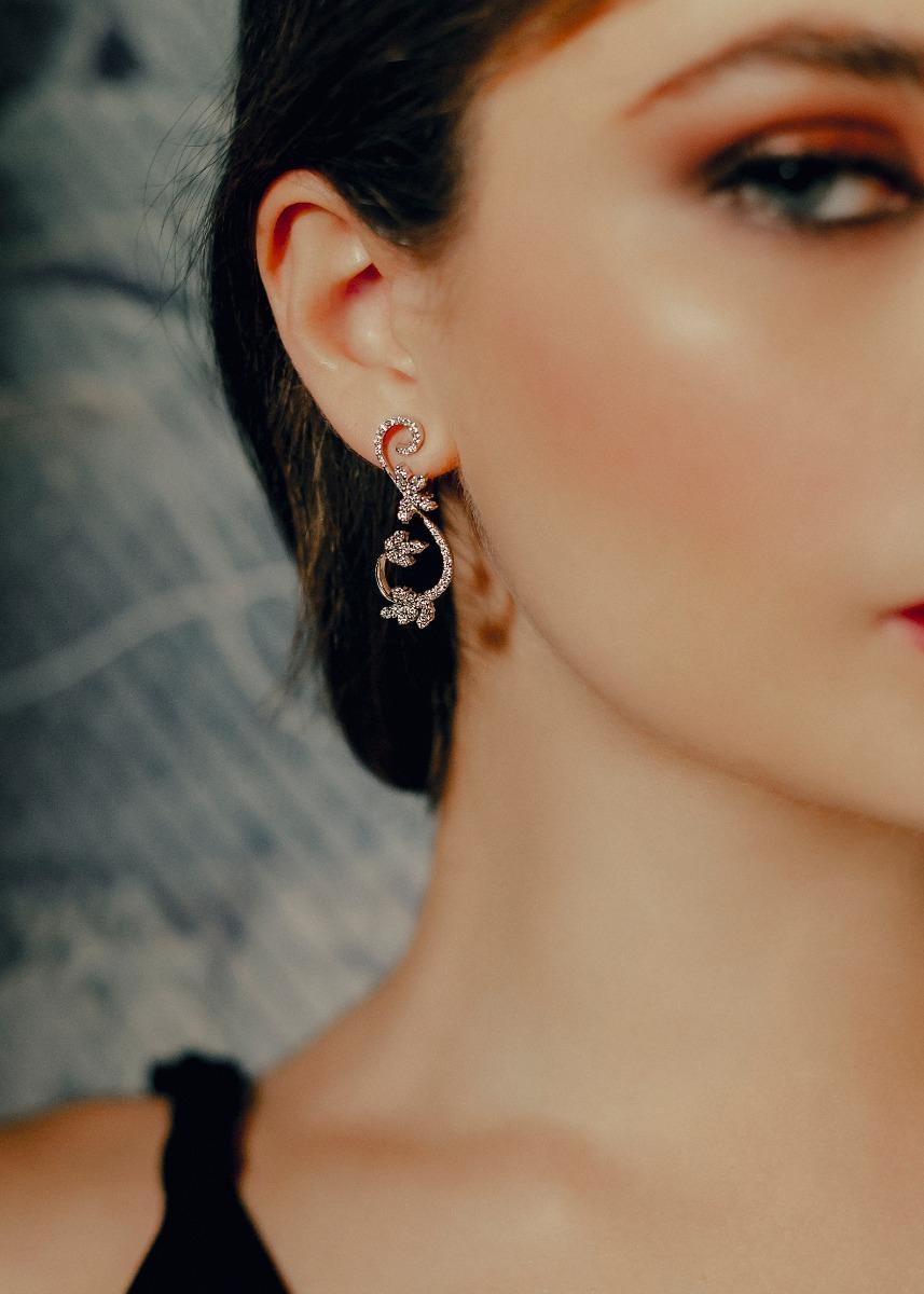 Diamond Vine Leaf Earrings in 18Kt White Gold