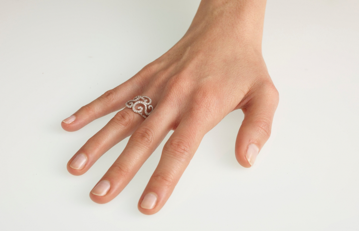 Curly rose gold ring